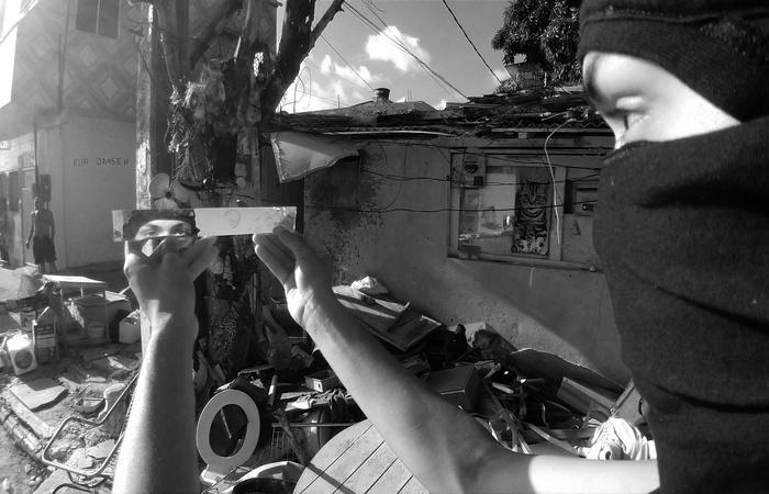 Macarrão ao molho negro se apresenta como parte de um novo movimento nascido nas comunidades. Foto: Divulgação