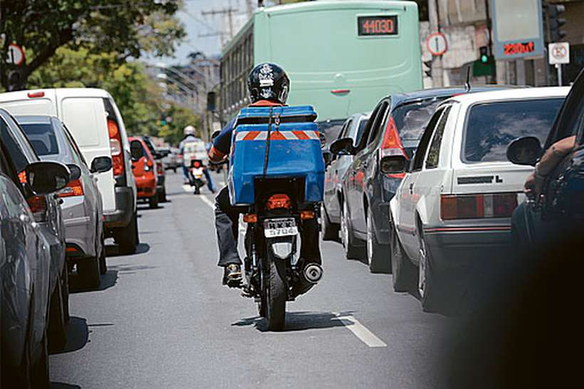 Quase 1 milhão de motos, que invadem as avenidas, foram produzidas no polo de Manaus em 2018, até novembro, com crescimento de 19% em relação ao ano anterior. Foto: Lenadro Couri/EM/D.A Press