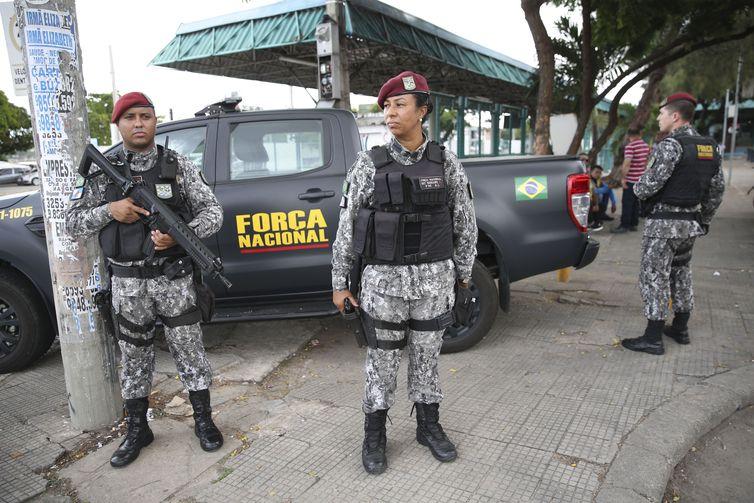 Militares da Força Nacional policiam ruas e pontos de ônibus de Fortaleza. Foto: Arquivo/José Cruz/Agência Brasil