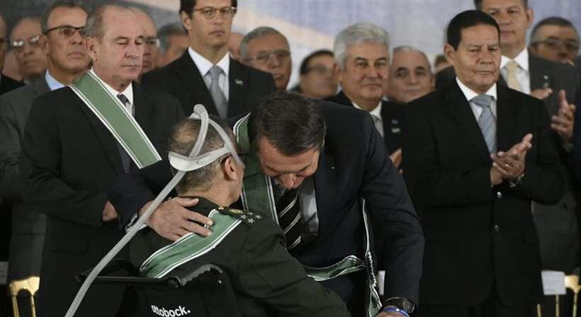 Villas Bôas agradeceu brevemente as autoridades presentes, como o presidente Jair Bolsonaro, e em seguida pediu que fosse realizada a leitura de seu discurso. Foto: Ed Alves/CB/D.A Press