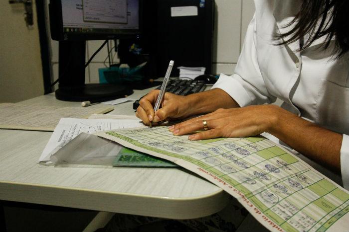 Atualização de cartão vacinal é um dos serviços oferecidos no terceiro turno. Foto: Thalyta Tavares/Esp.DP.
