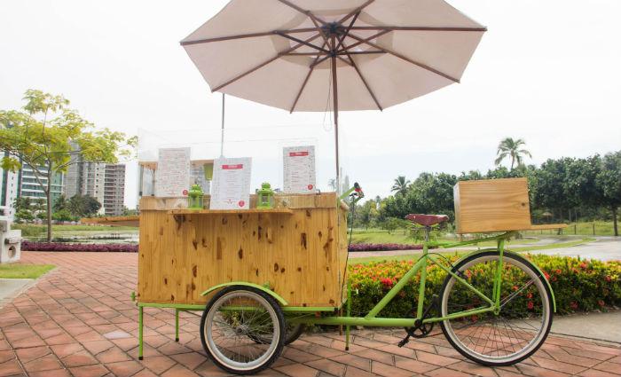 Bike Food está em funcionamento desde 2017 oferecendo tapiocas, omeletes, refeições e sucos prensados em toda a região. Foto: Andre Costa Photography/ Divulgação