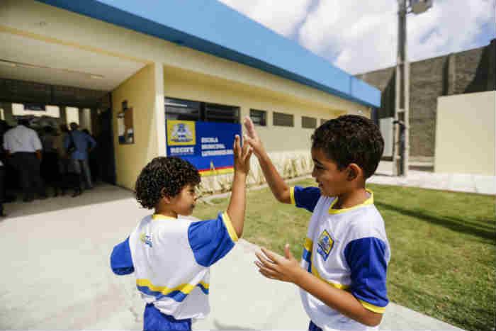 A rede de ensino do Recife conta com cerca de 90 mil estudantes. Foto: Andrea Rego Barros/PCR