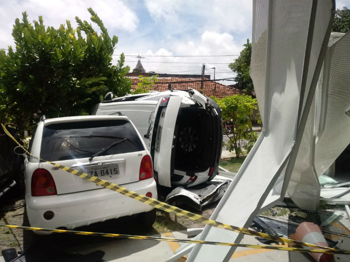 Acidente aconteceu no empresarial ITC, na Avenida Engenheiro Antônio de Góes. Foto: Corpo de Bombeiros de Pernambuco/Divulgação.