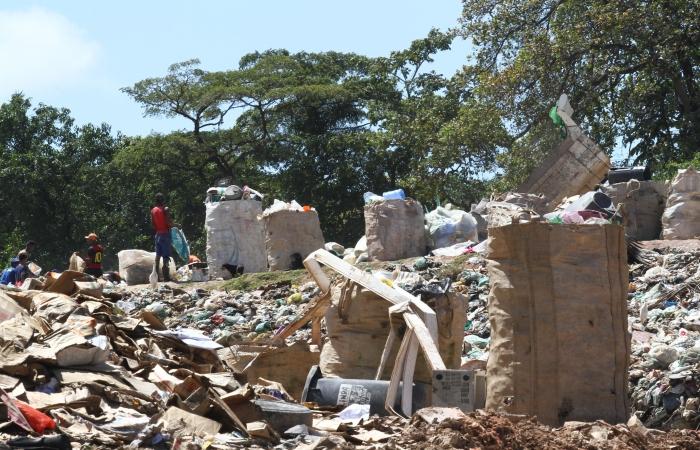 Na imagem, o lixão de Aguazinha, em Olinda. Foto: Julio Jacobina/DP.