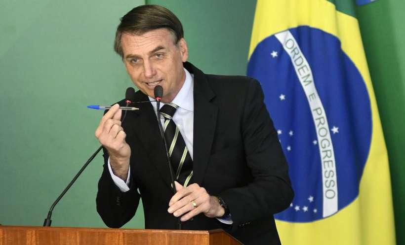 """Bolsonaro disse que usou a caneta """"como arma"""" para garantir ao cidadão o direito à legitima defesa. Foto: Ed Alves/CB/D.A Press"""