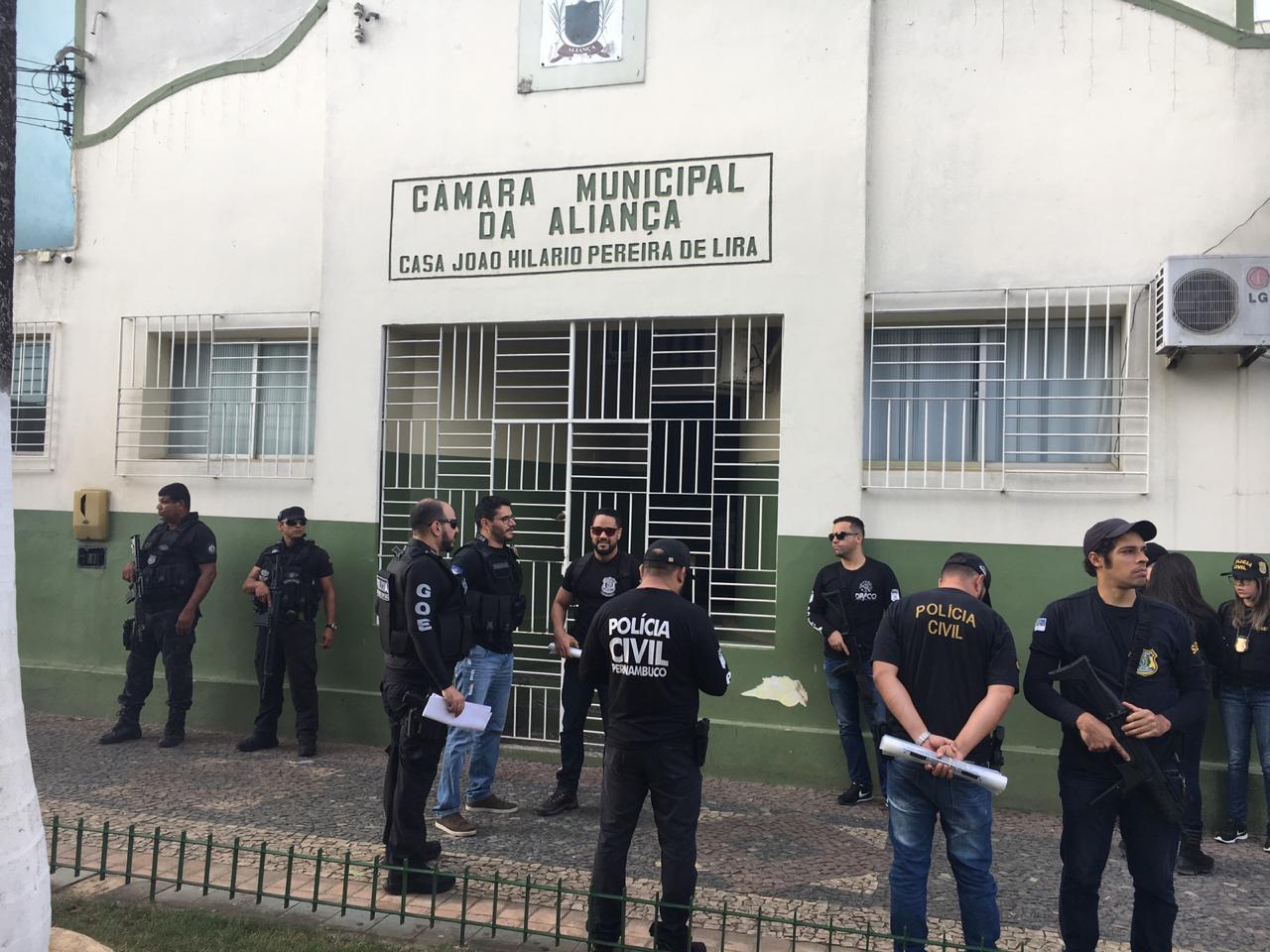 12 mandados de busca e apreensão estão sendo cumpridos pela Polícia Civil (Foto: Divulgação / PC-PE)