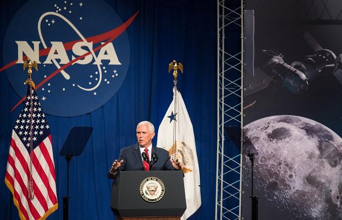 Ao defender a proposta do presidente, Pence afirmou que a medida consegue agrupar demandas republicanas e democratas. Foto: NASA/Joel Kowsky/ Fotos Públicas