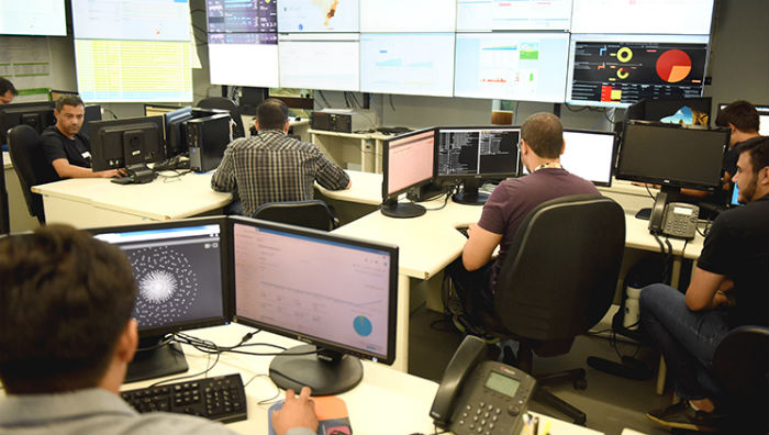 Equipe do MEC está de plantão 24 horas para monitorar o Sisu. Foto: Luís Fortes/MEC.