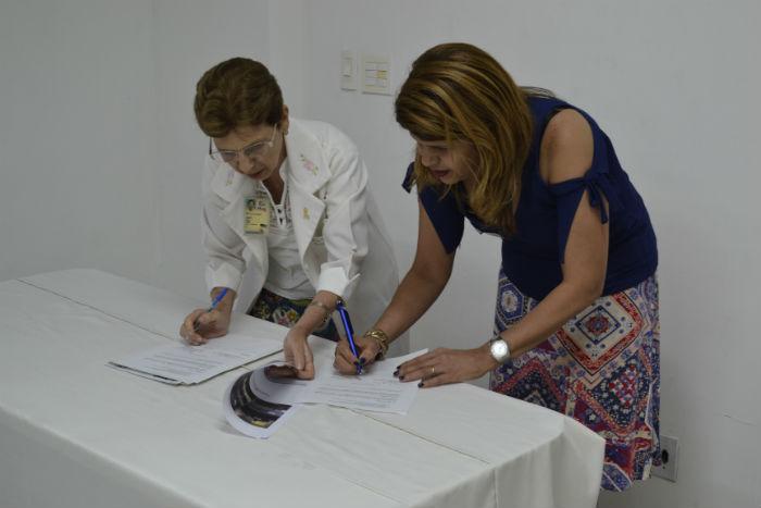 Vera Morais e Ana Patrícia Gomes assinaram o convênio. Foto: Marcelo Barroso/Divulgação
