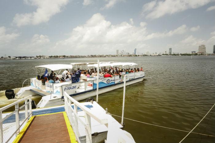 Um dos passeios previstos para o fim de semana é de catamarã. Foto: Andrea Rego Barros/PCR/Divulgação.