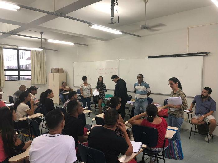 Venezuelanos estão aprendendo o idioma na Unicap. Foto: Cáritas Brasileira/Divulgação.