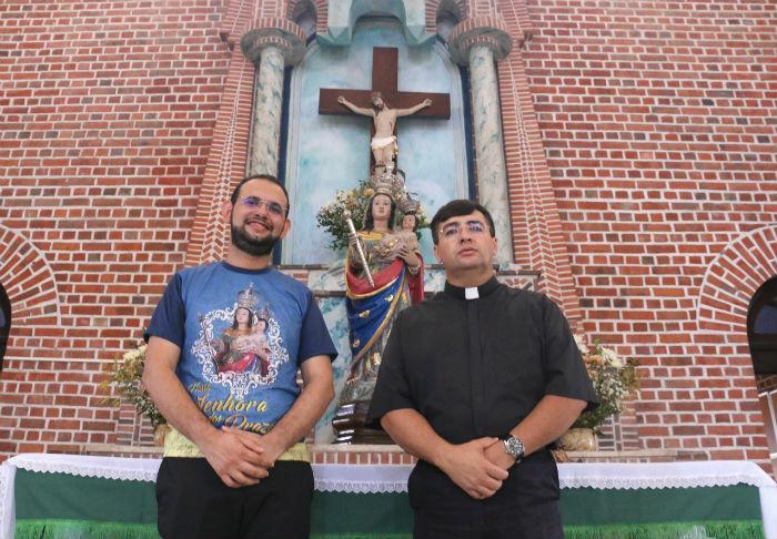 Os padres Charles Araújo (esq.) e Adriano Chagas serão párocos de Nossa Senhora dos Prazeres e de Santa Isabel Rainha de Portugal, respectivamente. Foto: Gabriel Melo/Esp.DP.