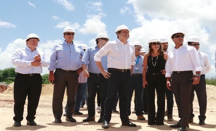 Legenda: Paulo Câmara pretende discutir obras que ajudem a retomar os empregos no estado