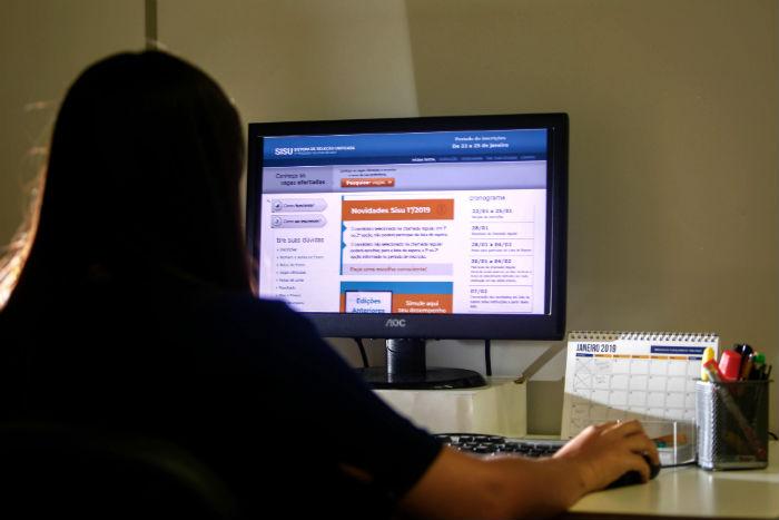 O sistema oferece um total de 235.476 vagas de 129 instituições públicas de todo o país. Foto: Leo Malafaia/Esp.DP.