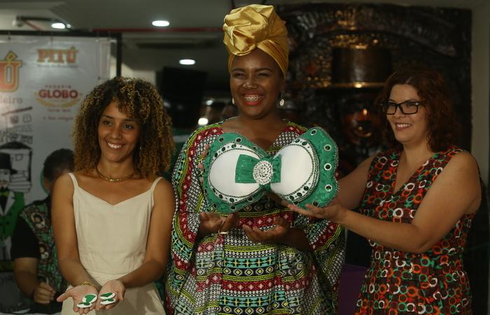 As estilistas Maria Alice, Jéssica Silva e Rafaela Cristina irão entregar a roupa do calunga no evento. Foto: Camila Pifano/Esp.DP