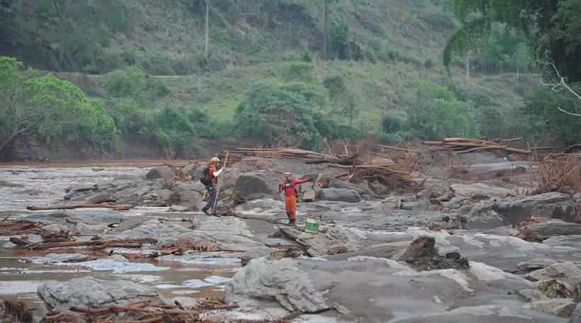 Devastação em Mariana, após rompimento da barragem do Fundão, em 2015. Foto: Alexandre Guzanshe/EM/D.A Press