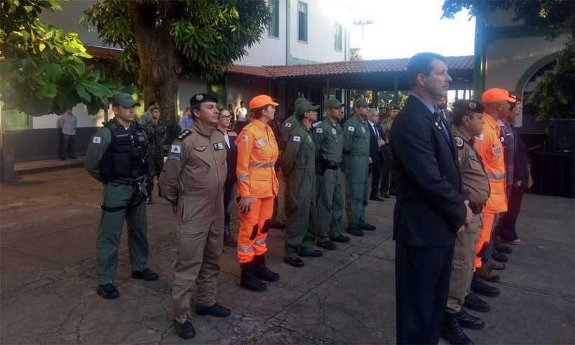 Militares participaram de solenidade de agradecimento e despedida no 12º BI, no Barro Preto. Foto: Divulgação