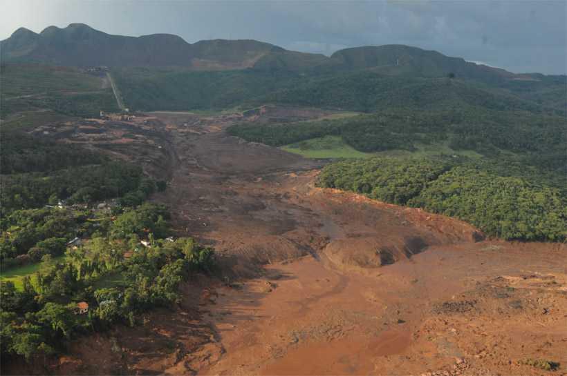 Foram comparadas imagens de satélite obtidas dois dias após o rompimento da barragem com imagens de três e sete dias antes da catástrofe, ocorrida sexta. Foto: Túlio Santos/EM/DA Press