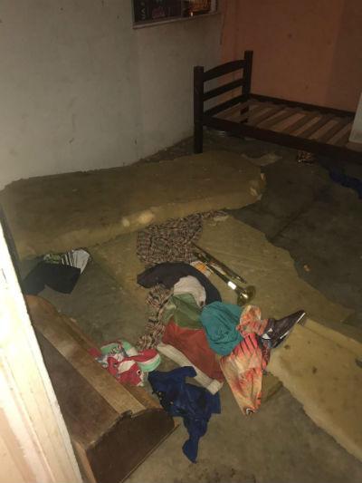 Criança estava em imóvel sujo e bagunçado. Foto: PMPE