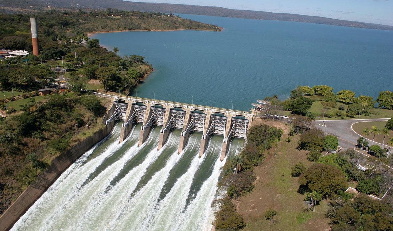 A usina hidrelétrica de Três Marias foi inaugurada em 1962 e tem 2,7 mil metros de comprimento. Foto: Divulgação.