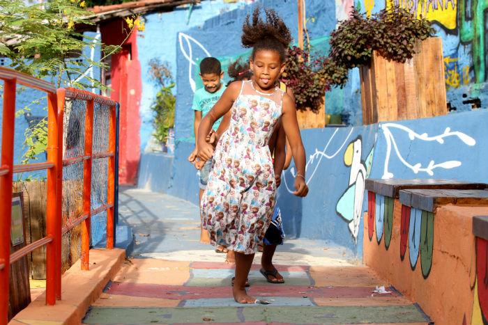 Ruas dos bairros contemplados pelo programa ganham cores e espaços para brincadeiras. Foto: Gabriel Melo/Esp.DP.