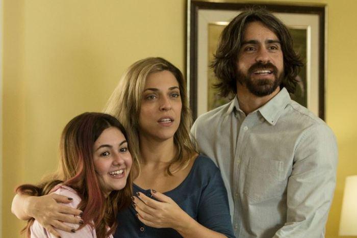 Série tem Klara Castanho, Julia Rabello e Felipe Abib no elenco. Foto: Warner/Divulgação