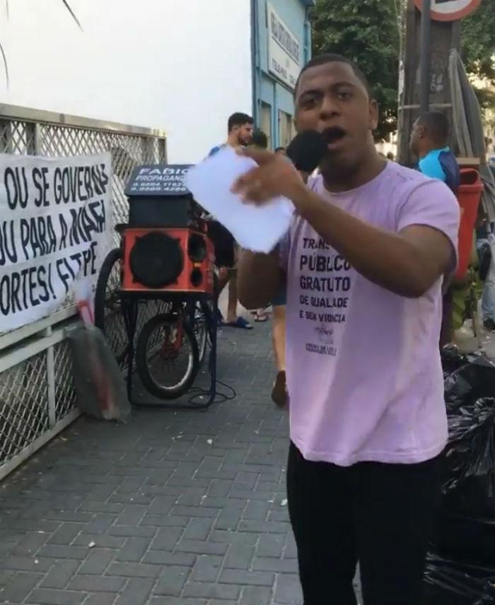 Grupo fez ato de panfletagem e diálogo na frente do Posto do Vem, na Soledade. Foto: Divulgação