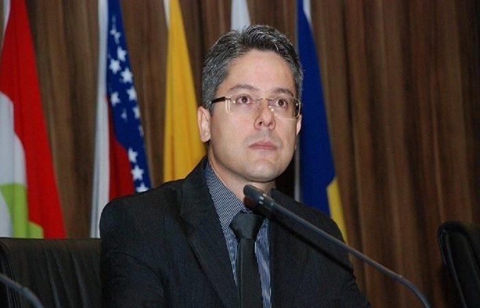 O requerimento para averiguar a atuação dos tribunais superiores foi protocolado nesta sexta pelo senador Alessandro Vieira. Foto: Reprodução/ Facebook