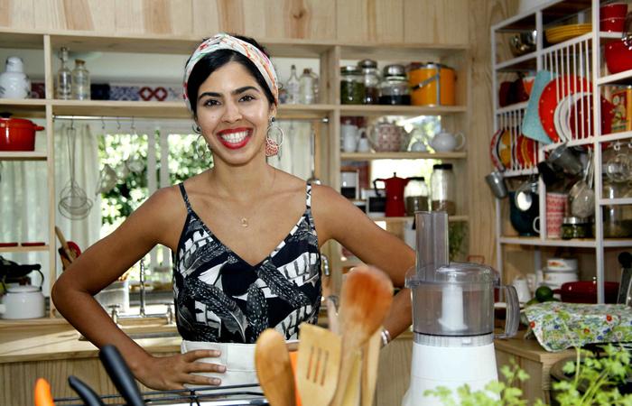 A chefe de cozinha, Bela Gil, colaborou na seleção das comidas - Foto: GNT/Divulgação