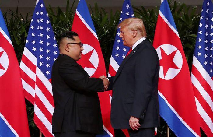 A primeira cúpula entre Estados Unidos e Coreia do Norte, no ano passado, terminou com uma vaga promessa de Pyongyang pela desnuclearização, mas os diálogos ficaram paralisados (Foto: Jonathan Ernst/Reuters/Direitos reservados)