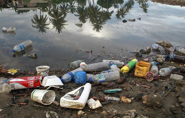 Poluição provocada por plásticos contamina o solo e os mares - Martine Perret/ONU Meio Ambiente
