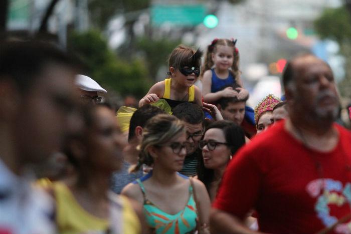 No Bairro do Recife, adultos e crianças fizeram a festa nesse domingo (10). Foto: Peu Ricardo/DP.
