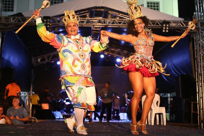 Rei e Rainha do carnaval 2018 vão repassar a faixa para novos candidatos. Foto: Bruno Campos/Divulgação