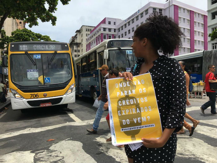 Protesto aconteceu nesta segunda-feira (11), na Avenida Guararapes. Foto: Anamaria Nascimento/DP.