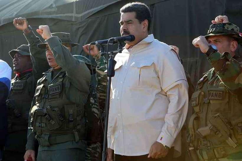 No domingo, Maduro assistiu a exercícios militares no Estado de Miranda e prometeu fazer o que for necessário para dar aos militares equipamento bélico de última geração, especialmente sistemas de defesa antiaérea. Foto: Ho / AFP
