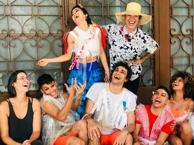 Flaira Ferro e Iana Merisse ladeadas pelos bailarinos. Foto: Elenilson Soares/Divulgação