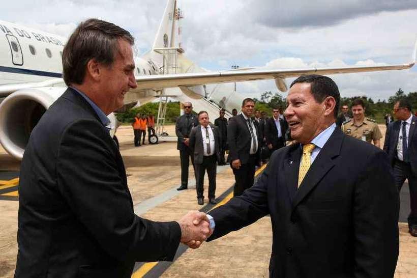 Vice Hamilton Mourão recebe o presidente Bolsonaro em Brasília: dos obstáculos a serem enfrentados, o protagonismo do general é o menor (foto: Marcos Corrêa/PR)