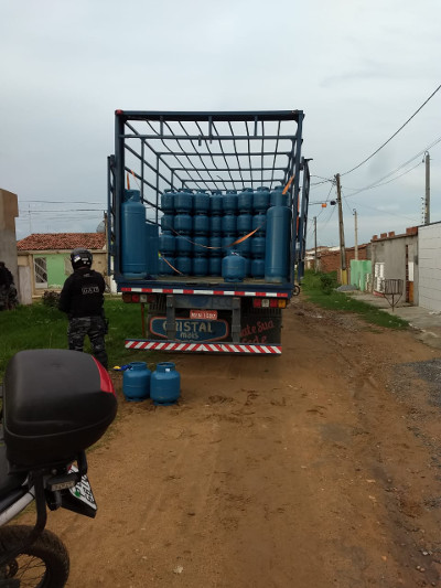 Carga foi interceptada pela polícia quando era descarregada em Limoeiro. Crédito: Polícia Militar