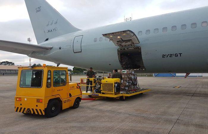 Avião da FAB saiu de Brasília com quase 23 toneladas de leite em pó e 500 kits de primeiros socorros com destino a Boa Vista, Roraima, para a ajuda humanitária colocada à disposição dos venezuelanos. Foto: TV NBR/Divulgação