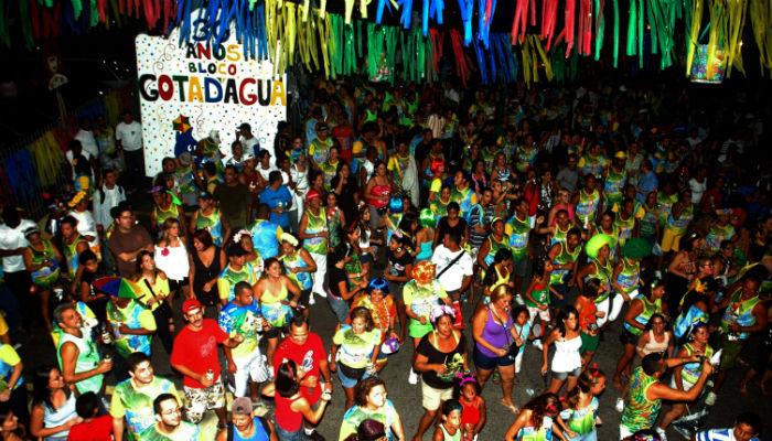 Bloco é formado por funcionários da Compesa. Foto: Compesa/Divulgação.