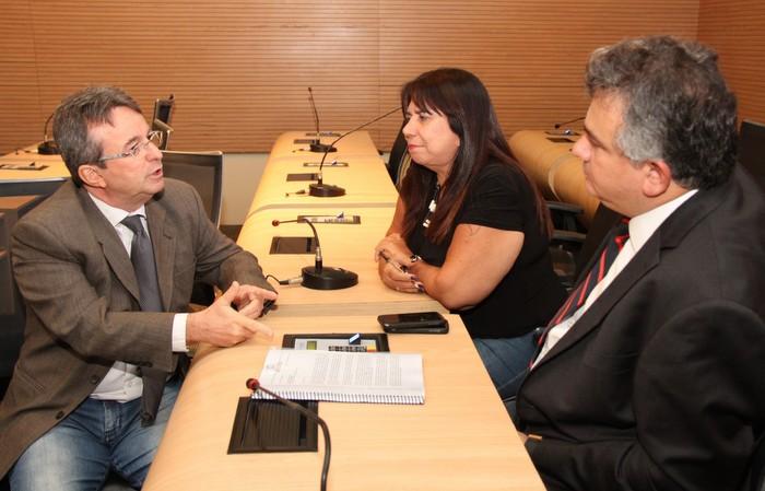 João da Costa (E) com os integrantes da comissão de Meio Ambiente. Foto: Divulgação/assessoria