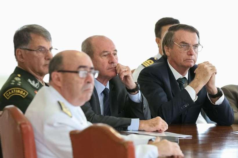 Bolsonaro durante reunião com militares: partidos pressionam pela chegada do texto com as regras de aposentadoria para os integrantes das Forças. Foto: Marcos Correa/PR