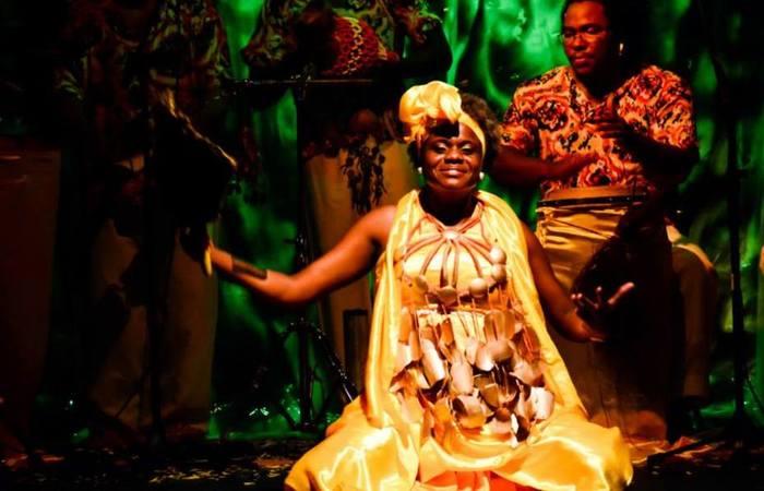 Apresentação do espetáculo 'De África a Pernambuco', no Teatro Apolo. Foto: Fernando Azevedo/Divulgação