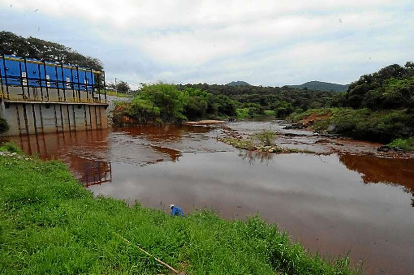 Pelo relatório, o trecho do rio que vai de Brumadinho a São Joaquim de Bicas está tão contaminado que não tem condições de suportar a vida aquática. Foto: Paulo Filgueiras/Estado de Minas