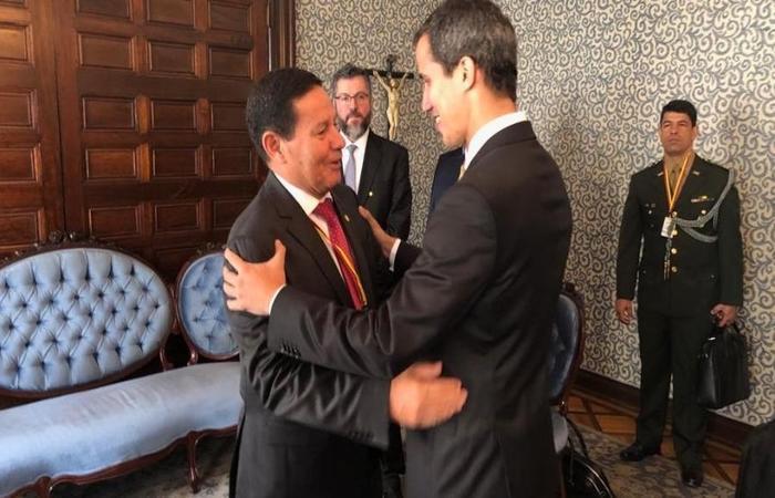 Vice-presidente Hamilton Mourão encontra presidente interino da Venezuela, Juan Guaidó, na presença do chanceler brasileiro, Ernesto Araújo. Foto: Divulgação/Ministério das Relações Exteriores