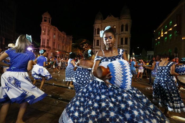 Batuqueiros saíram da Rua da Moeda em cortejo até o Marco Zero. Foto: Mandy Oliver/Esp.DP.
