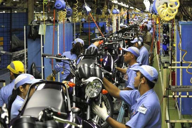 Linha de montagem de motocicletas em Manaus: indústria opera com capacidade ociosa e precisa de modernização. Foto: José Paulo Lacerda/Divulgação - 17/4/15