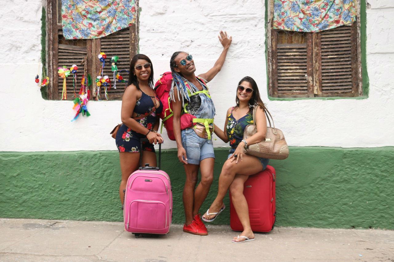 Nalva (D) e amigos vieram do Rio Grande do Norte para curtir Olinda pela primeira vez. Foto: Gabriel Melo/especial DP