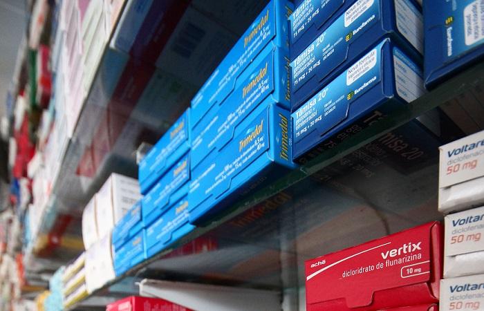 Estimativa é de entidade do setor farmacêutico. Aumento, previsto em lei, ocorre uma vez por ano e farmácias já começam a alertar os clientes sobre a alta de preços. Usuários reclamam do custo elevado dos tratamentos. Foto: Karina Morais / Esp. DP